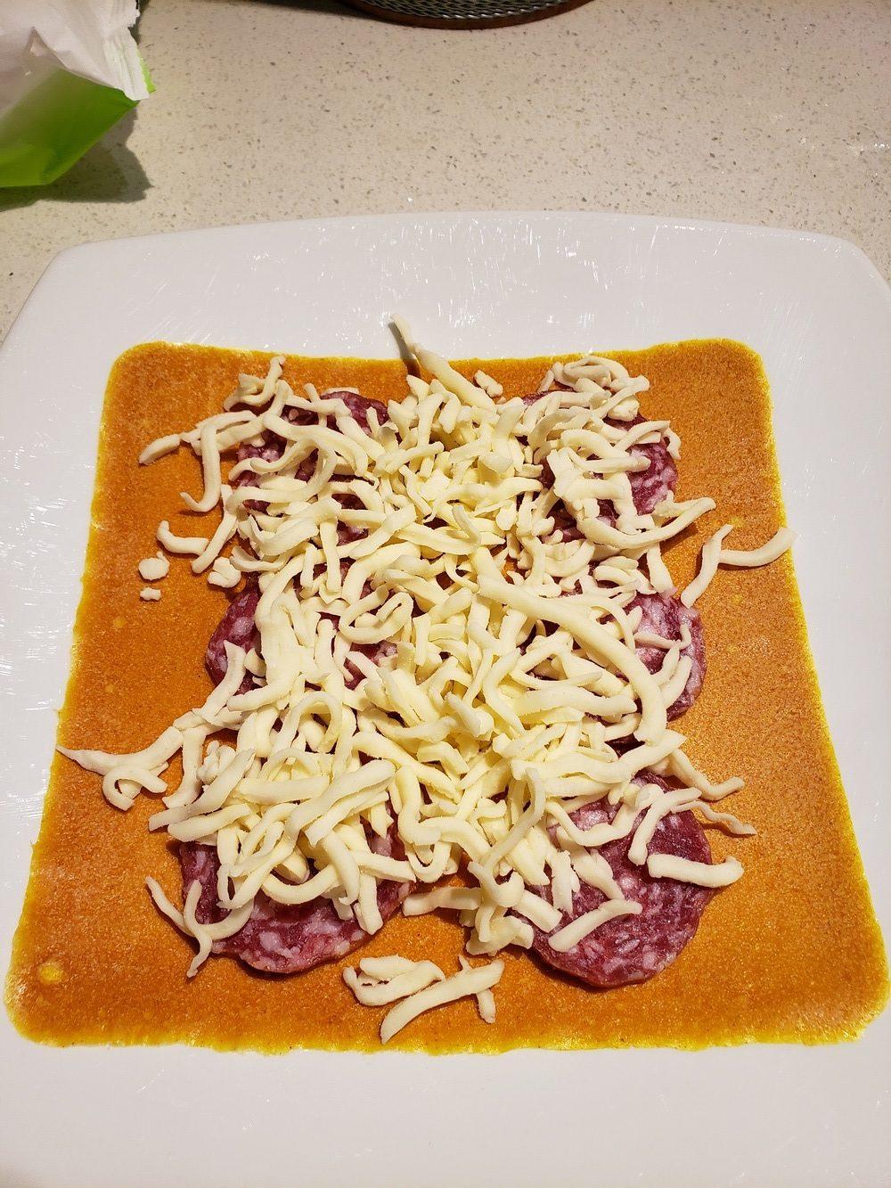Dry Sausage and Mozzarella Keto Taco